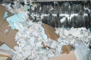 Papel en proceso de destrucción en Destrupack