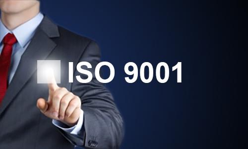 Mano señalando ISO 9001
